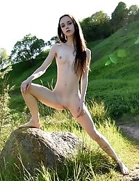 This Incredible Nude Babe Has A Passion For Showing That Amazing Pink Pussy Off And Today She Goes W