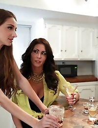 Horny MILF Jessica Jaymes Teaches Her Stepsons Girlfriend Willow Hayes How To Deep Throat To Kick Of