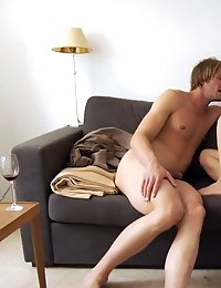 Two old best friends get together for having sex