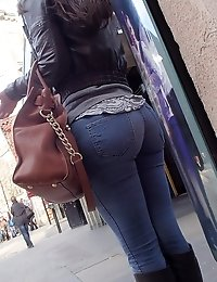 Babes in jeans get spied from behind