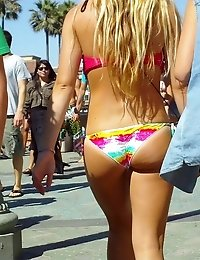 Bikini chicks have fun in the sun