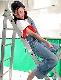 Painter-babe Explores Her Own Horny Body
