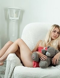 A Wonderful Teen Babe Like Her Just Knows How To Stretch Her Limits To The Max As She Has Some Steam