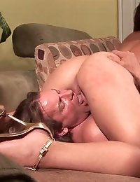 Babe climaxes in a g-spot workshop for couples