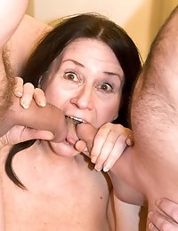 An amateur threesome strap on session