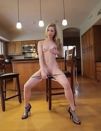 Voracious Blonde Babe Tysen Rich Uses A Vibrating Toy And Her Talented Fingers To Delight Her Drippi