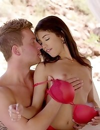 Latina Spinner Veronica Rodriguez Enjoys An Outdoor Sex Marathon With A Lover That Makes Her Squirt