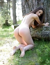 A Long Haired Brunette Teen Poses And Bends By The Tree To Let You See Her Sexy Curves And Juicy Lit
