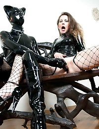 Latex kitty slave pleases her mistress