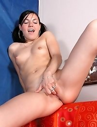 Hot College-girl Shows Her Deepest Secrets