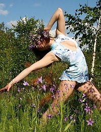 Alluring Cutie Wearing A Garland Of Flowers Shows Off Her Most Intimate Parts In The Field.